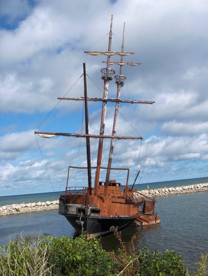被放弃的船 免版税库存照片