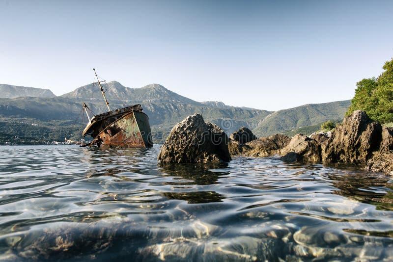 被放弃的船Bokelj 免版税库存照片