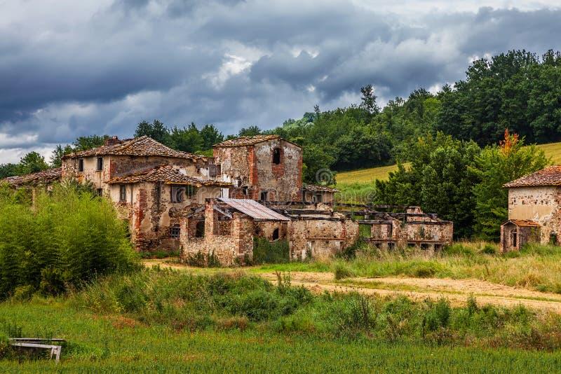 被放弃的被破坏的村庄 图库摄影
