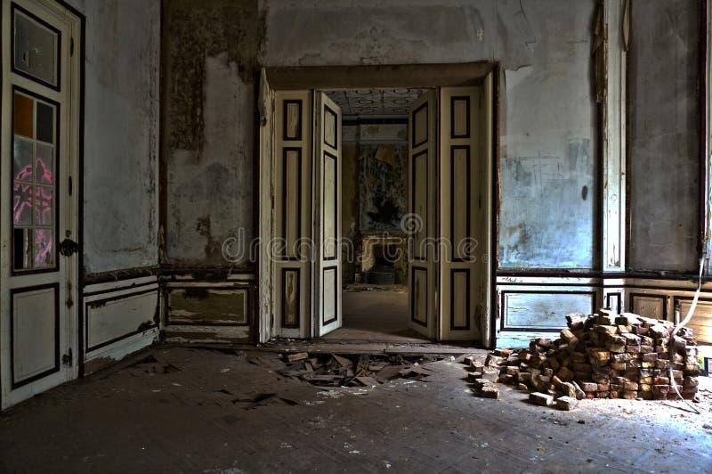 被放弃的豪宅屋子 库存照片