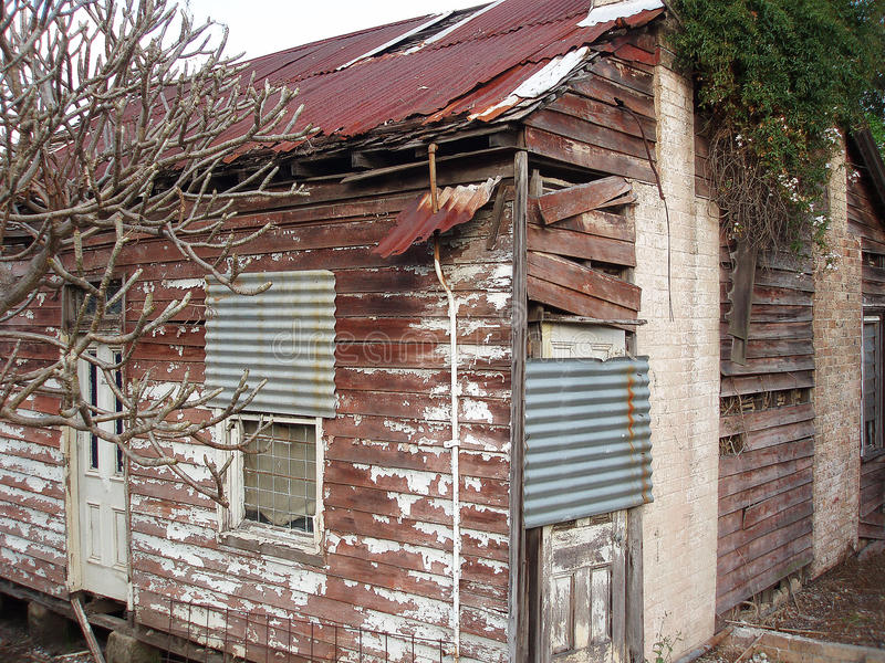 被放弃的遗弃房子 库存照片