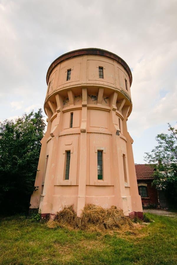 被放弃的铁路水塔 免版税库存照片