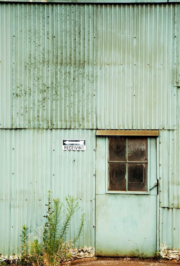 被放弃的门工厂 免版税库存照片