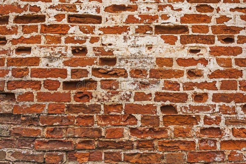 被放置的砖排在一个古老修道院的墙壁的 图库摄影