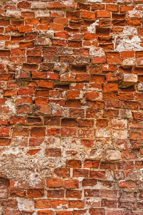 被放置的砖排在一个古老修道院的墙壁的 库存图片