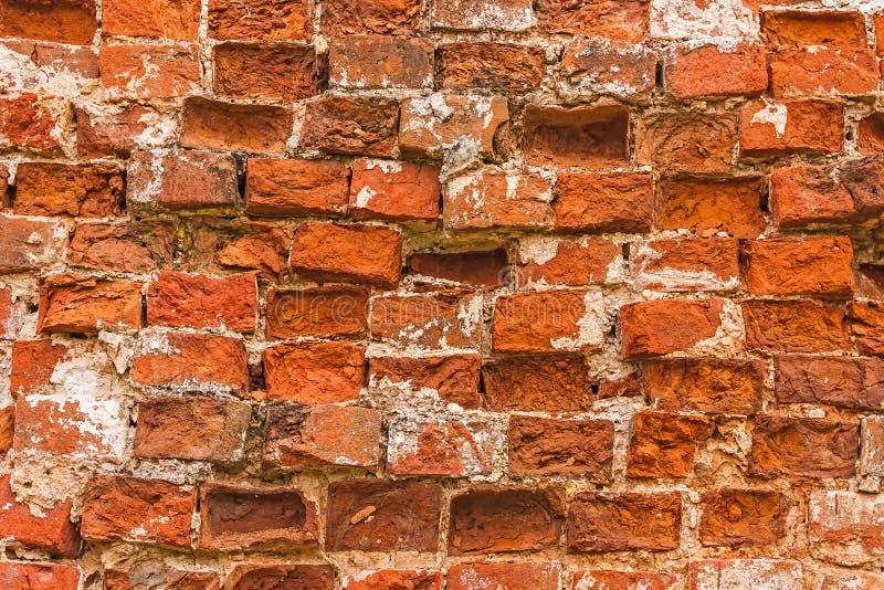 被放置的砖排在一个古老修道院的墙壁的 免版税库存照片