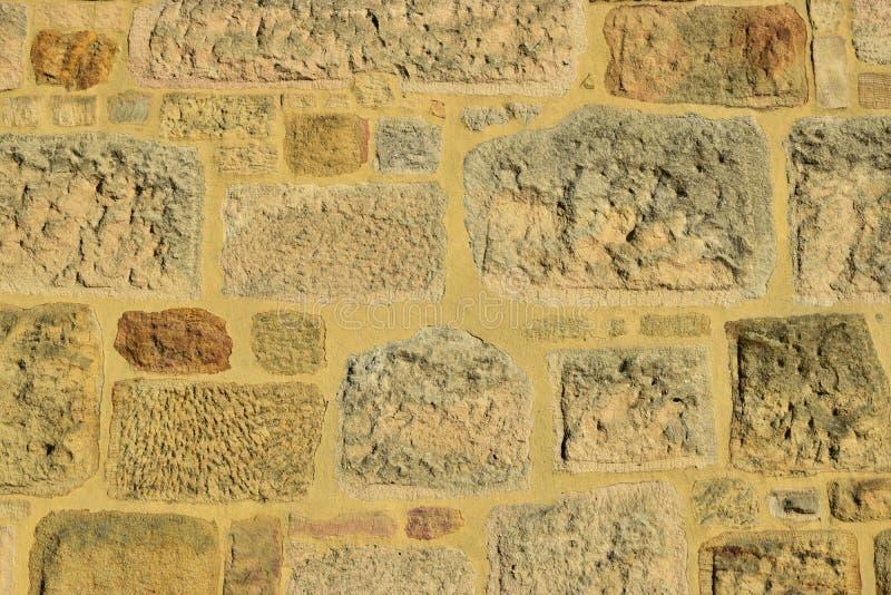 Download 被日光照射了一个的石墙 库存照片. 图片 包括有 混乱, 装饰, 被日光照射了, 有吸引力的, 酿酒厂, 使用 - 72364704