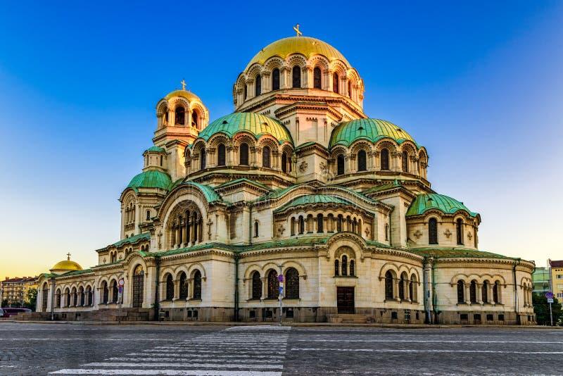 被日光照射了亚历山大・涅夫斯基大教堂,索非亚,保加利亚早晨视图  免版税库存图片