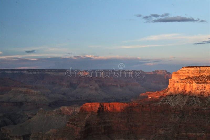 被日光照射了层数在大峡谷 免版税库存图片