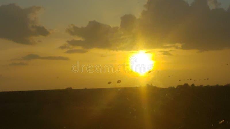 被日光照射了平衡的草甸 图库摄影