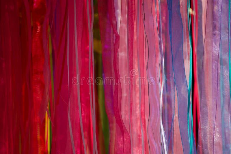 被显示的多彩多姿的围巾 免版税库存图片