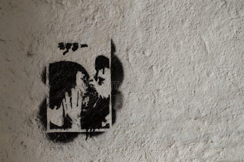 被构筑的亲吻街道画 免版税库存图片