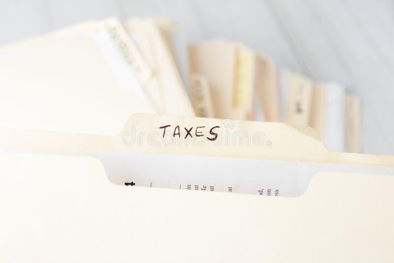 被标记税的黄色纸文件夹 免版税图库摄影