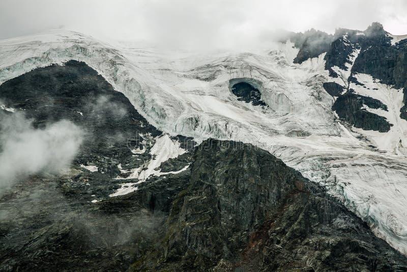 被毁坏的和融化冰河 免版税图库摄影