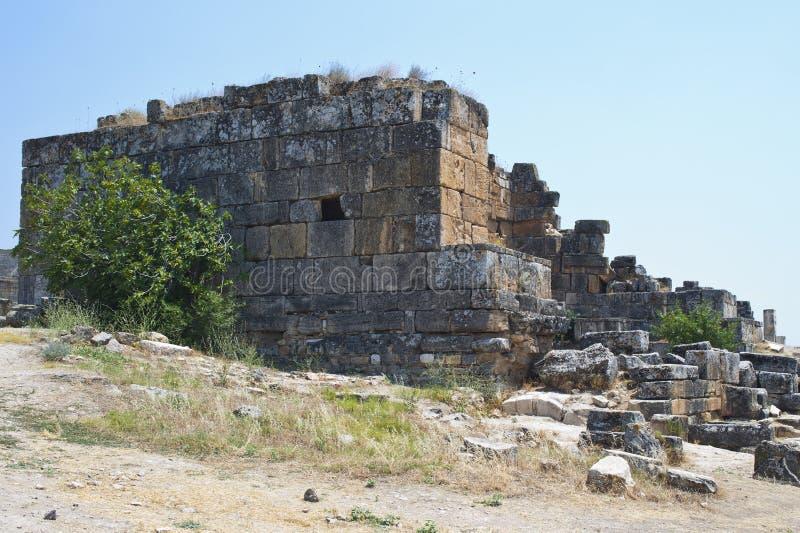 被毁坏的寺庙废墟  图库摄影