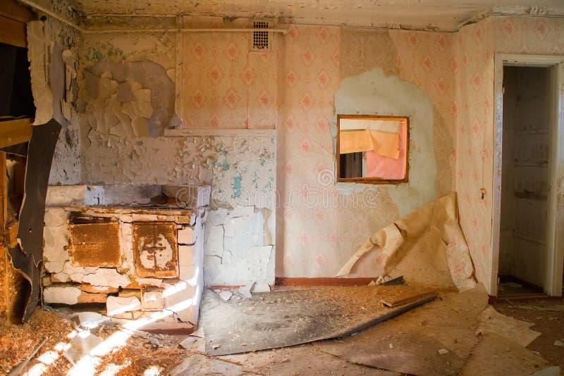 被毁坏的房子室废墟 图库摄影