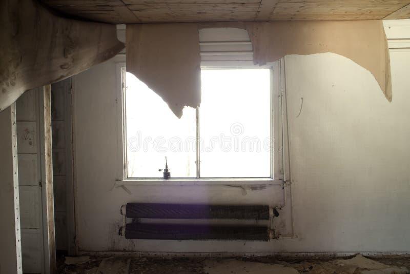 被毁坏的房子室废墟 免版税图库摄影
