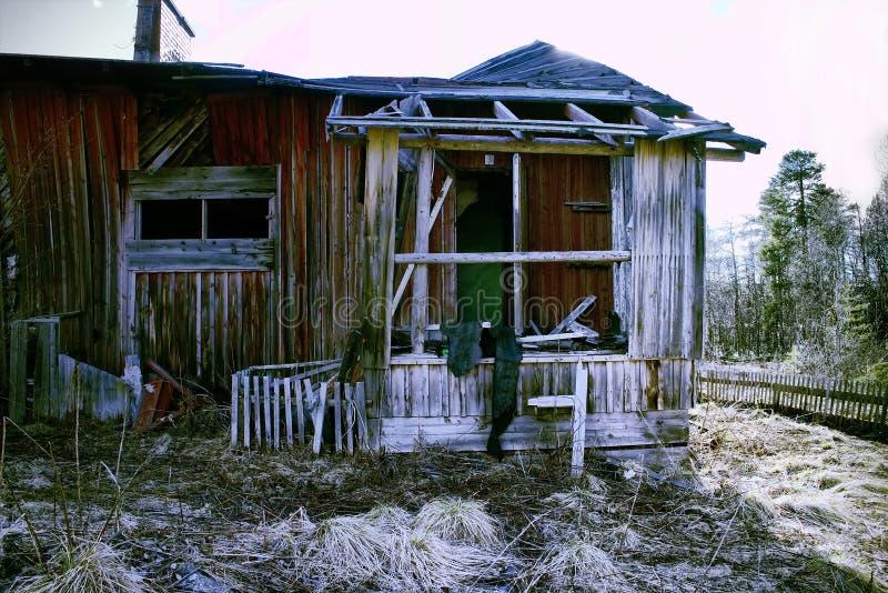 被毁坏的房子门廊和入口废墟 免版税库存图片