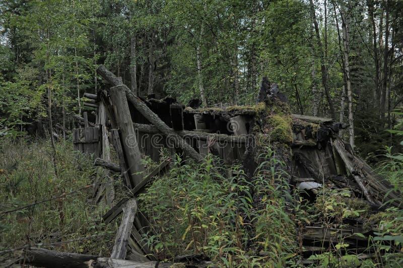 被毁坏的木房子 免版税库存图片