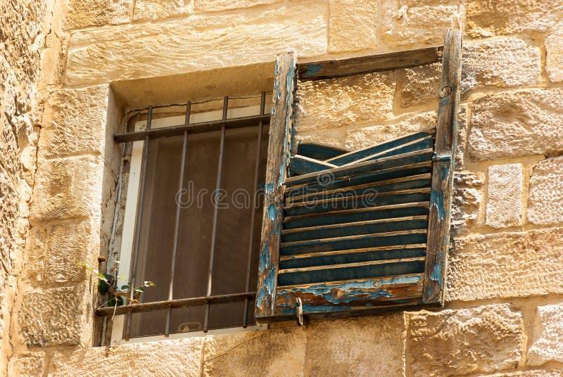 被毁坏的窗口在耶路撒冷旧城 免版税库存图片