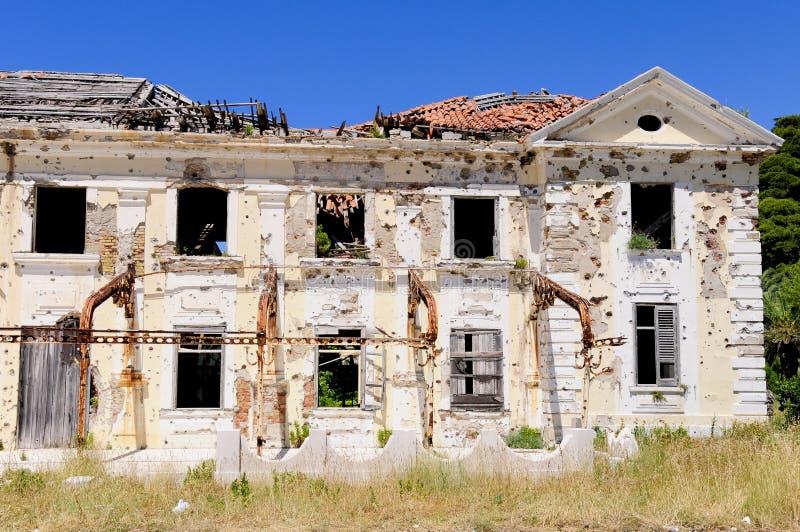 被毁坏的被放弃的旅馆 免版税库存图片