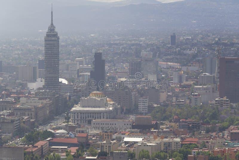 被污染的墨西哥城中心鸟瞰图  免版税库存图片