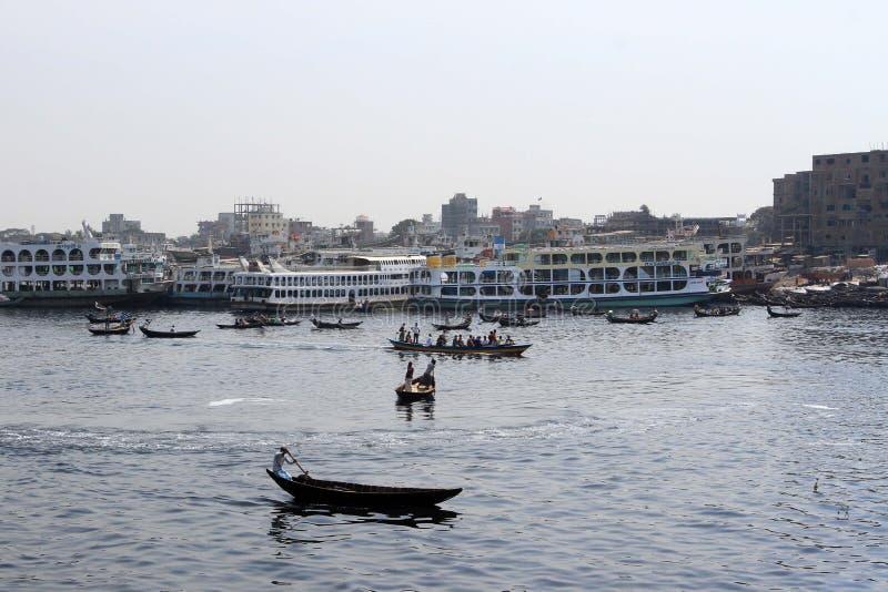 被污染的河在孟加拉国 免版税库存图片