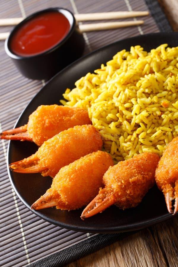 被油炸的螃蟹在面包渣抓与辣黄色的surimi 免版税图库摄影