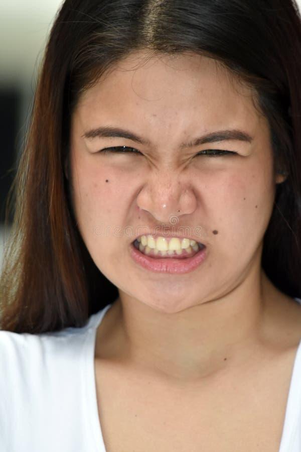 被注重的年轻的菲律宾女人女性 免版税库存图片