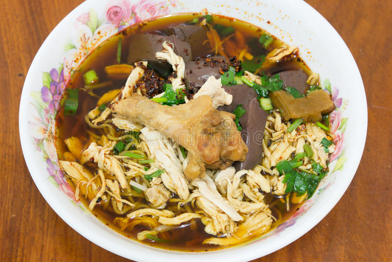 被炖的鸡汤面泰国样式 库存图片