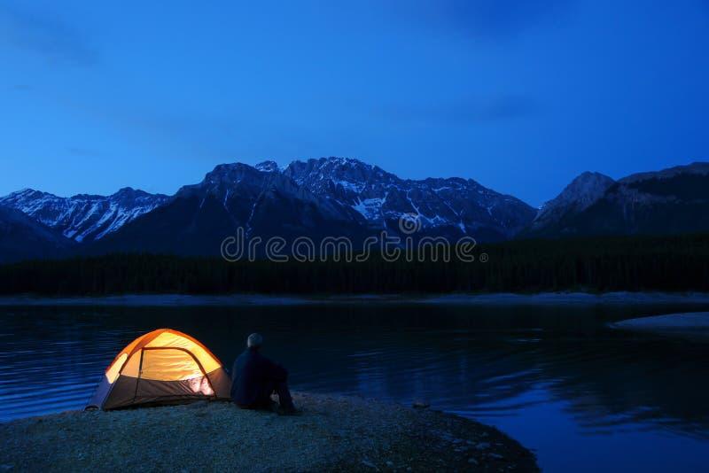 被点燃的帐篷 库存图片