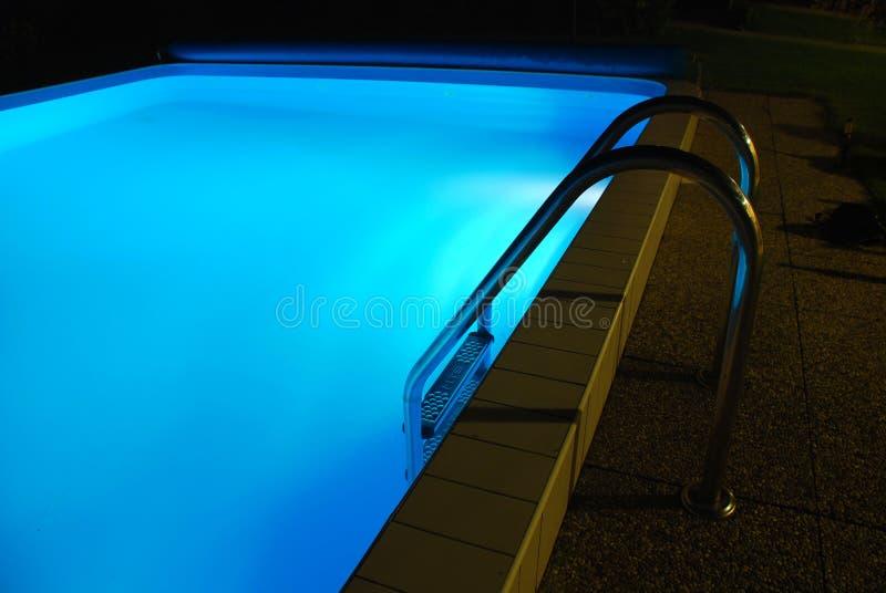 被点燃的池游泳  免版税库存图片