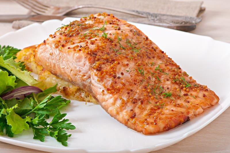 被烘烤的三文鱼 免版税库存图片
