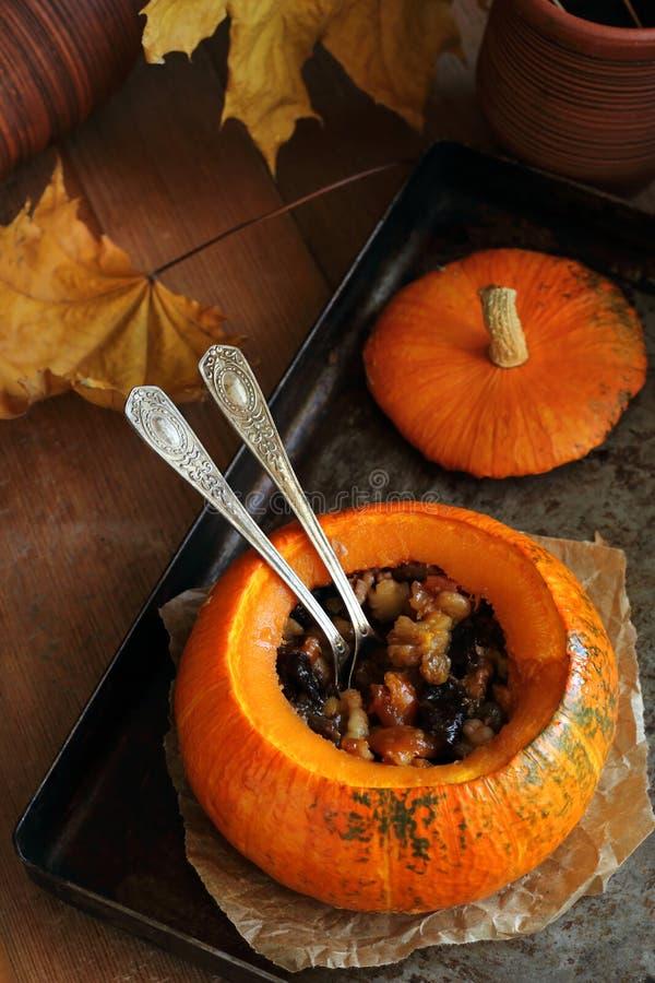 被烘烤的南瓜用干果子 免版税库存照片