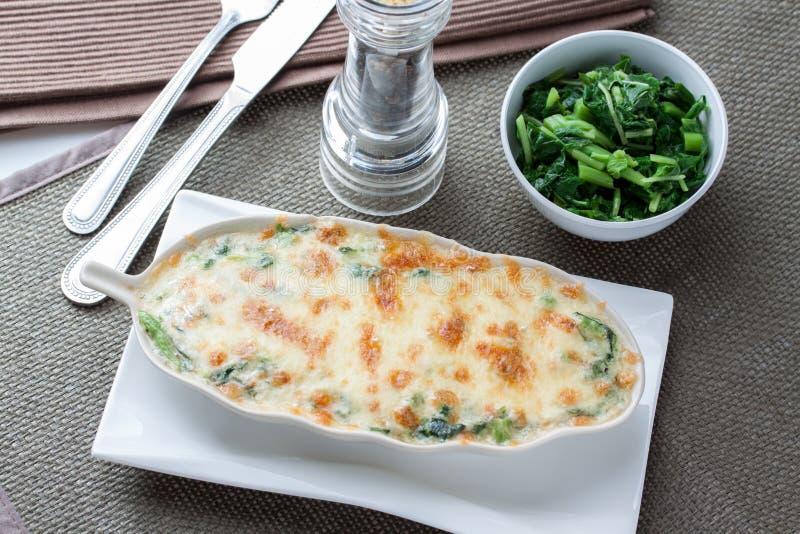 Download 被烘烤的干酪菠菜 库存照片. 图片 包括有 自创, 午餐, 烹调, 干酪, 食物, 绿色, bacterias - 62531736