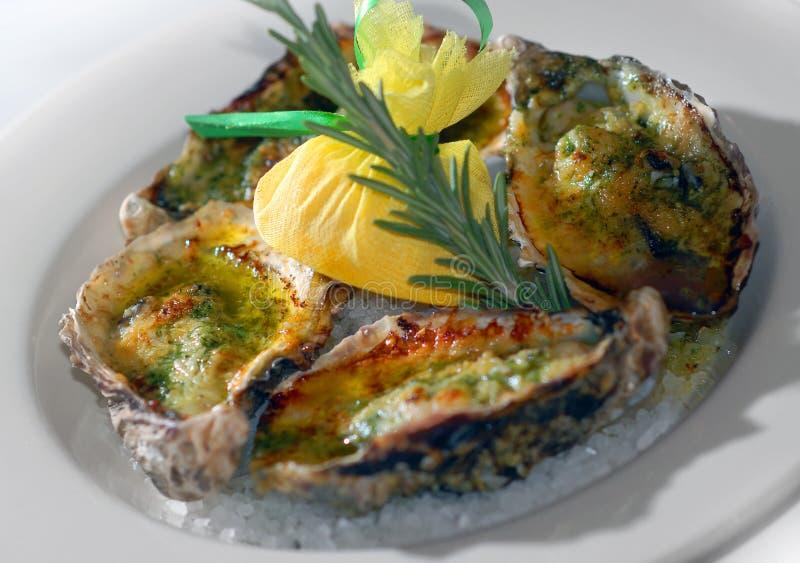 被烘烤的油牡蛎 免版税库存图片