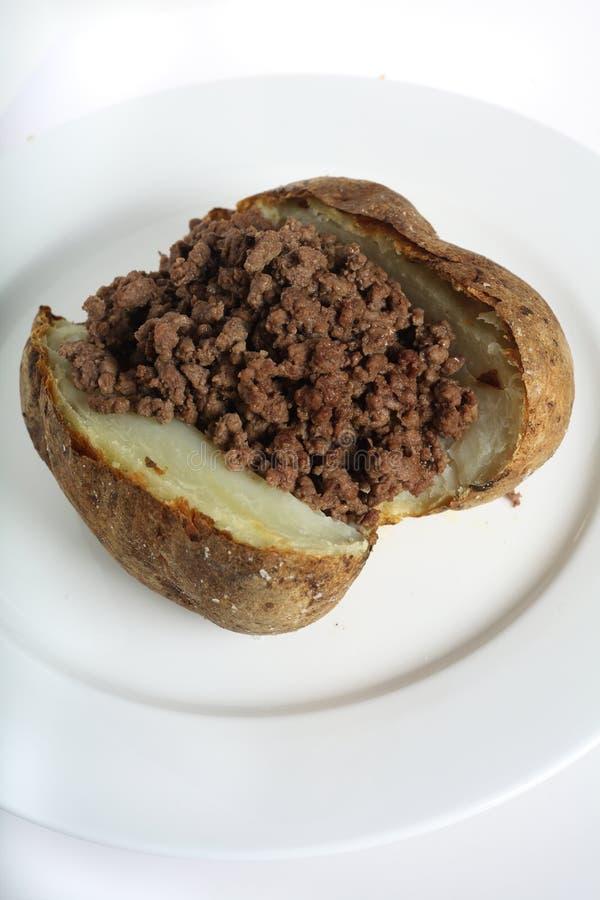 被烘烤的肉土豆 免版税库存图片