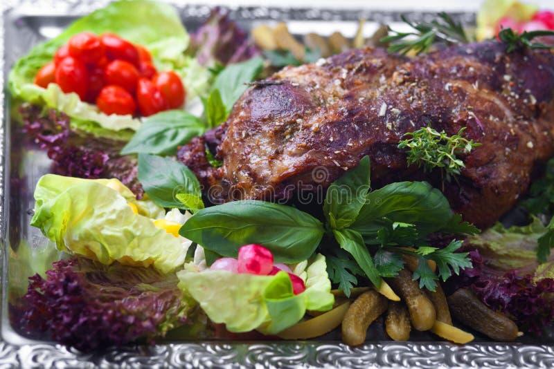被烘烤的英尺羊肉蔬菜 免版税库存图片