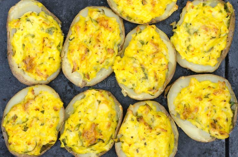 被烘烤的被充塞的土豆 免版税图库摄影