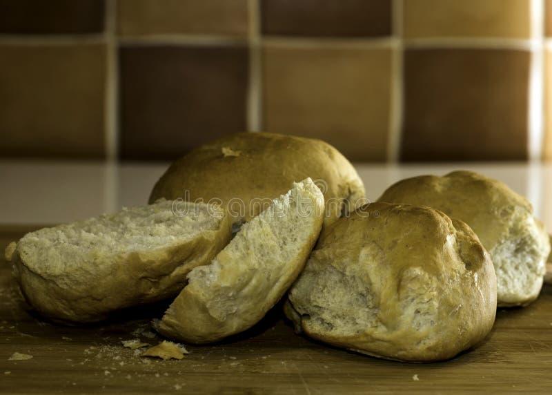 被烘烤的面包新近地滚 免版税库存图片