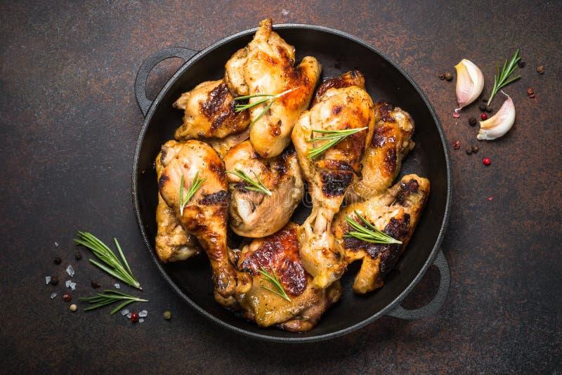 被烘烤的鸡烤肉顶视图 免版税库存图片