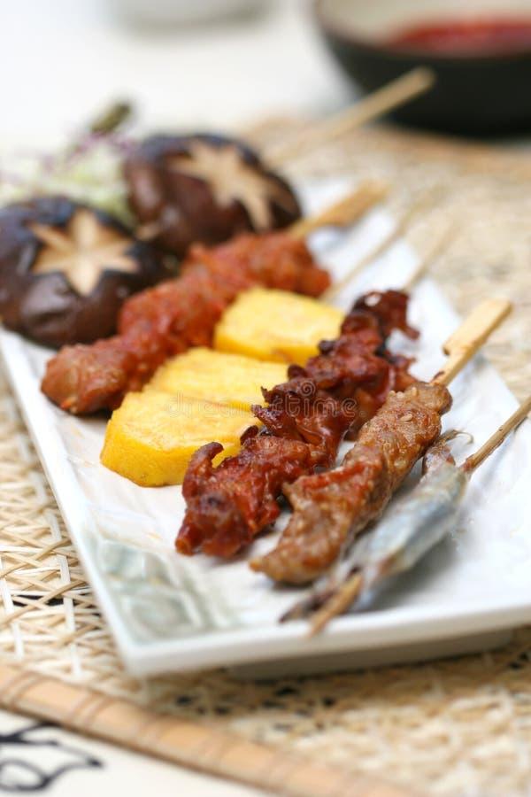 被烤的可口肉准备卷寿司 免版税库存照片