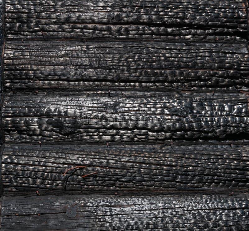 被烧焦的木房子墙壁 免版税图库摄影
