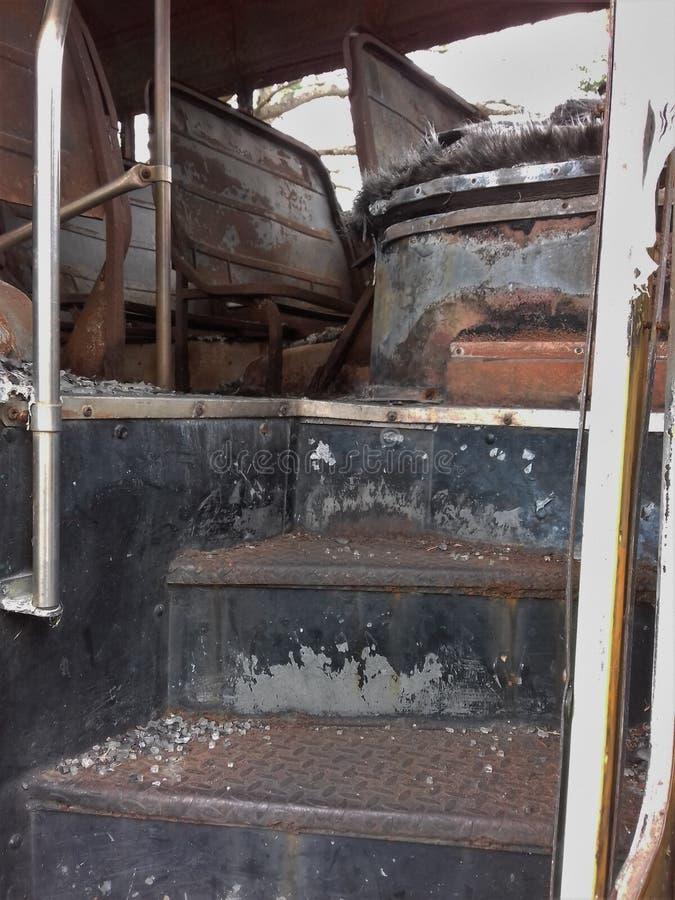 被烧的公共汽车运输 免版税图库摄影
