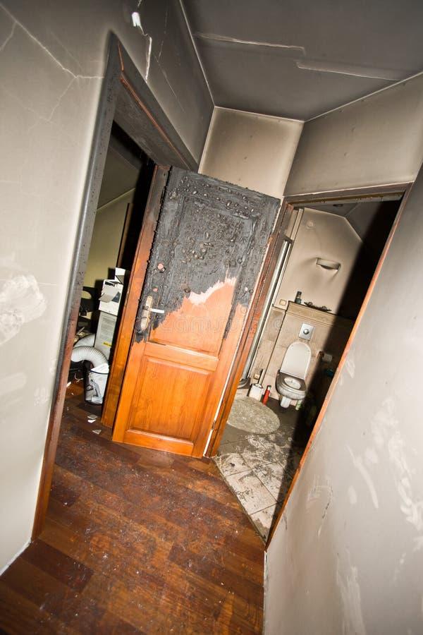 被烧的公寓 库存图片
