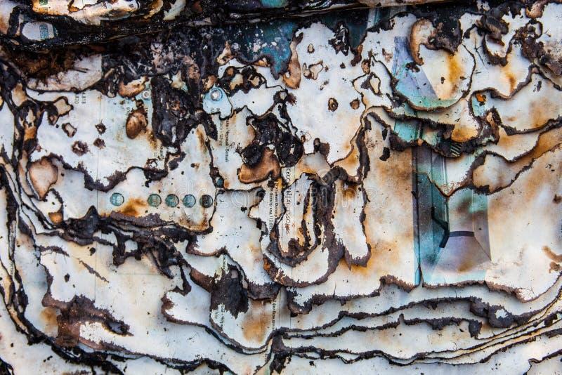 被烧的纸表面以黑暗烧焦了页边缘 库存照片