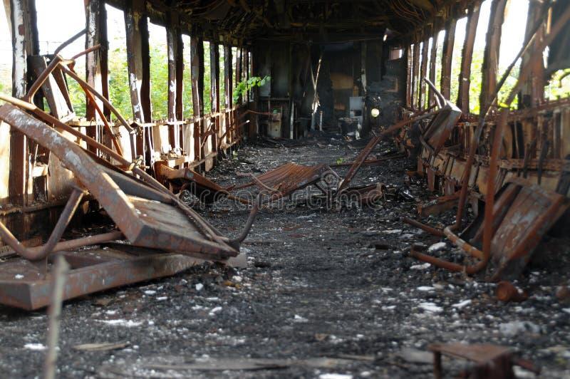 被烧的铁货车 库存照片
