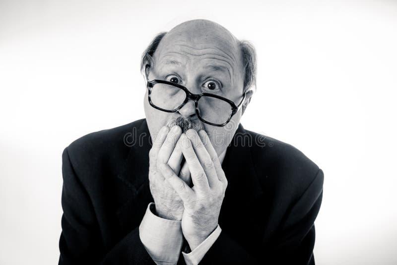 被用尽的老人画象有哀伤和担心的表示的劳累了过度并且疲倦了 免版税库存照片