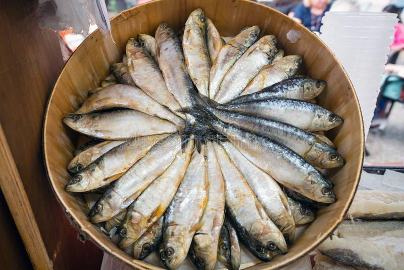被盐溶的鲱鱼钓鱼在街市上 图库摄影
