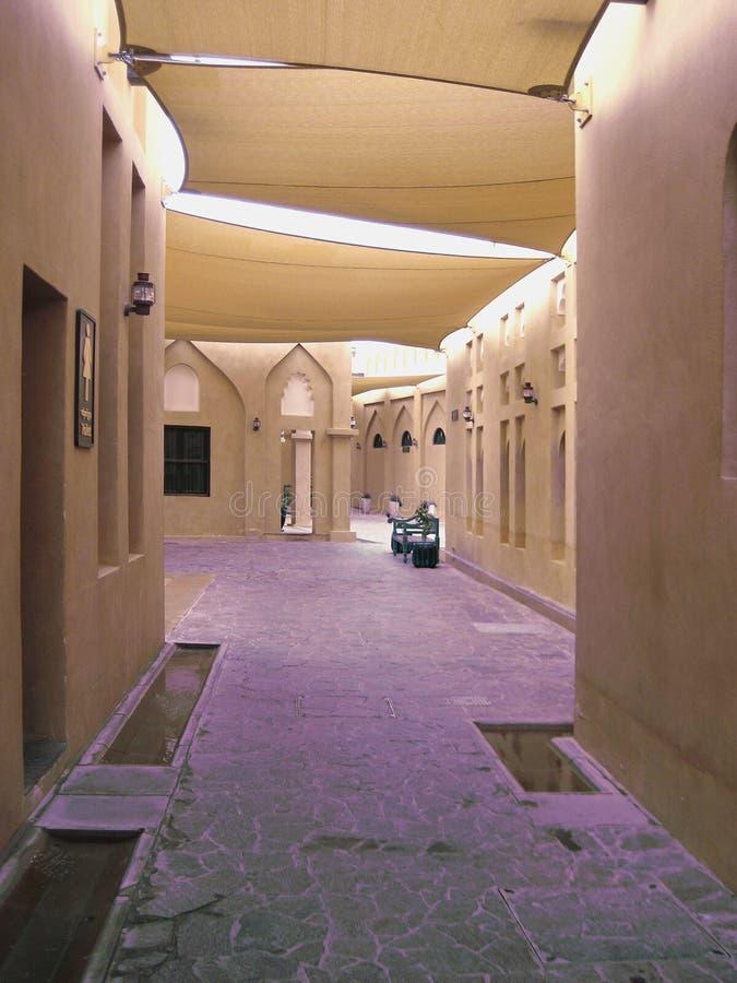 被盖的Laneway在文化城市,多哈 免版税图库摄影